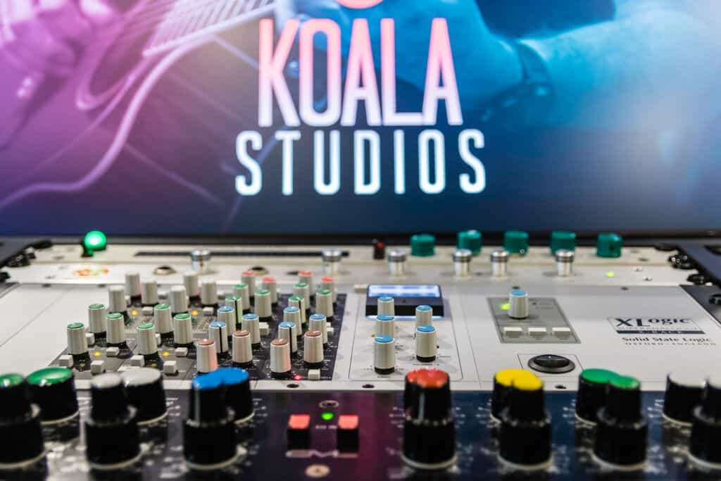 Outboard and microphones Koala Estudios - Our Equipment
